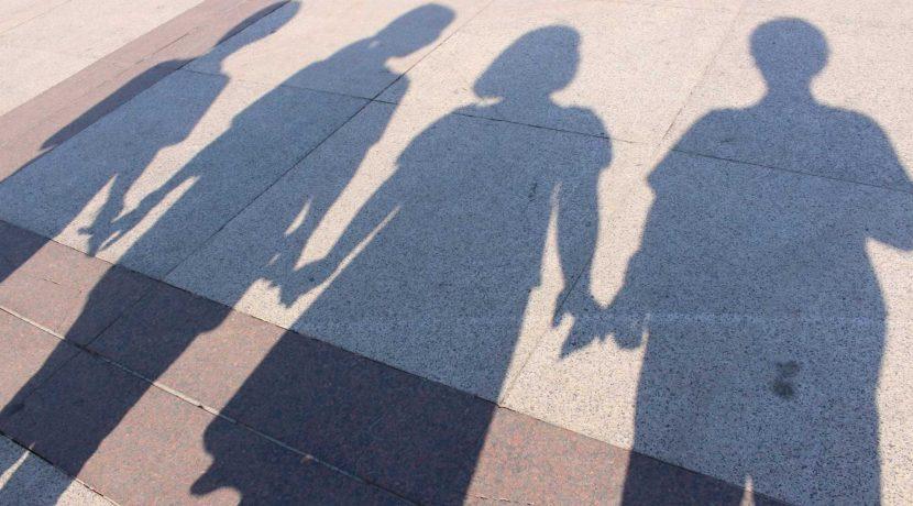 兄弟姉妹の影