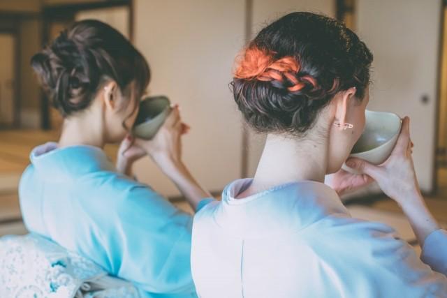 着物を着た女性の頸